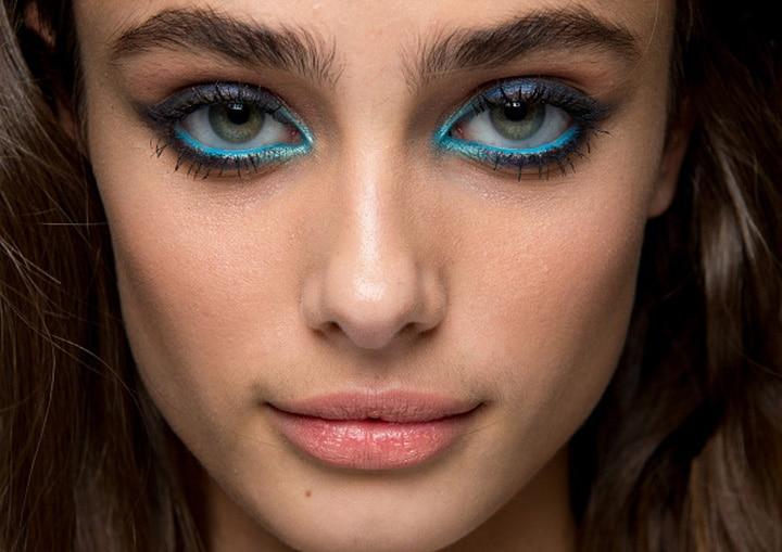 eye liner bleu defilé elie saab tendance maquillage automne hiver 2018 2019