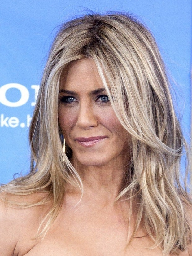 blond-cendre-jenifer-aniston