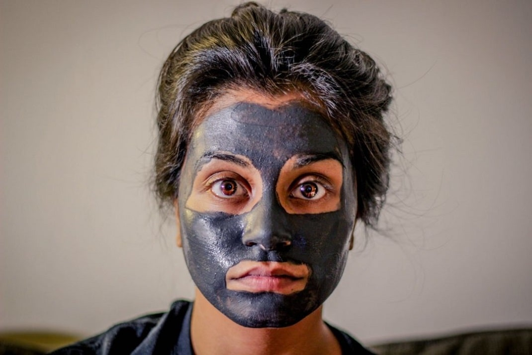Les-masques-noirs-danger-pour-la-peau-ou-solution-miracle