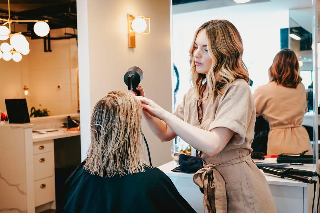 Réservez-votre-rendez-vous-chez-le-coiffeur-en-ligne-avec-le-Ciseau.fr