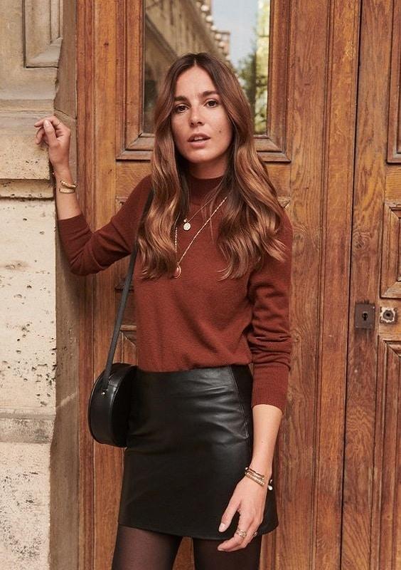 collants-avec-jupe-cuir-courte