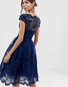 Comment porter une robe bleu marine?