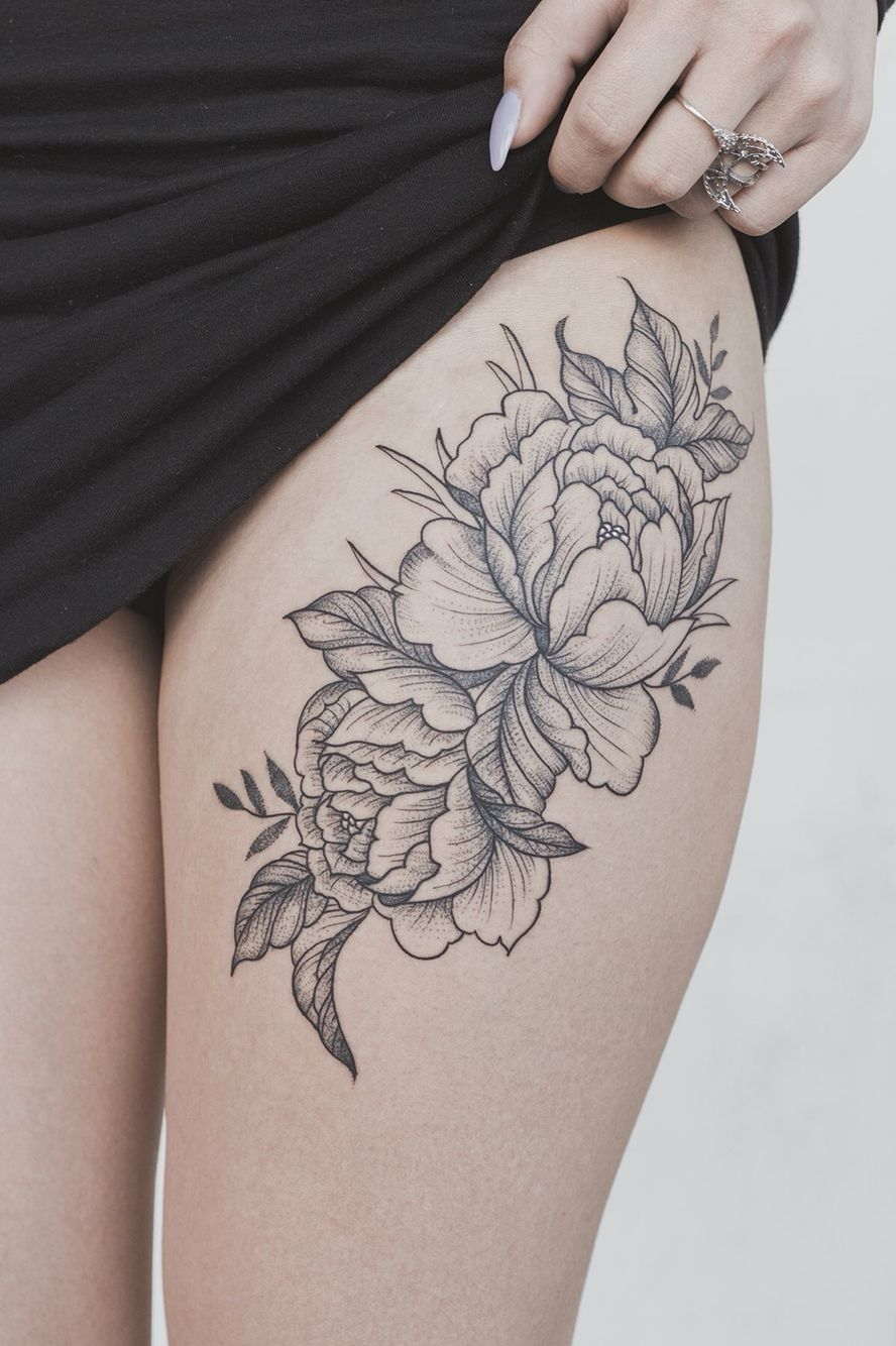 tatouage cuisse fleurs