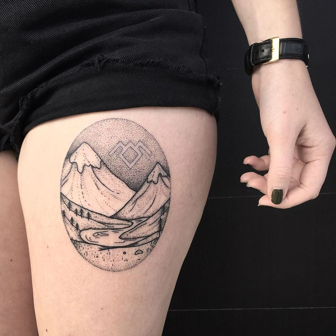 tatouage cuisse paysage