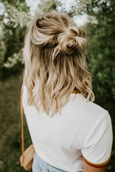 chignon-cheveux-mi-longs