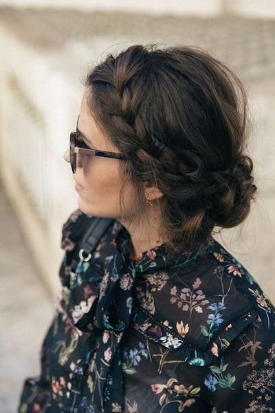 chignon-tresse-cheveux-mi-longs