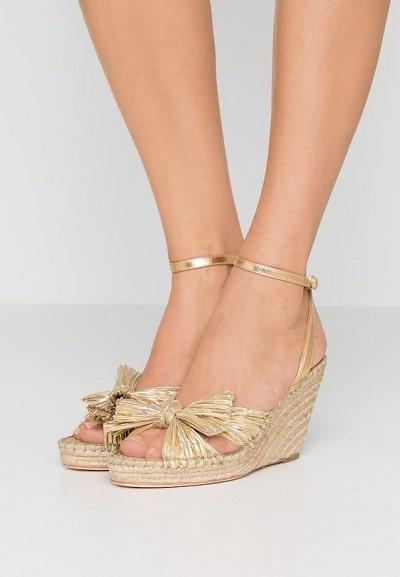 sandales-compensées-dorées