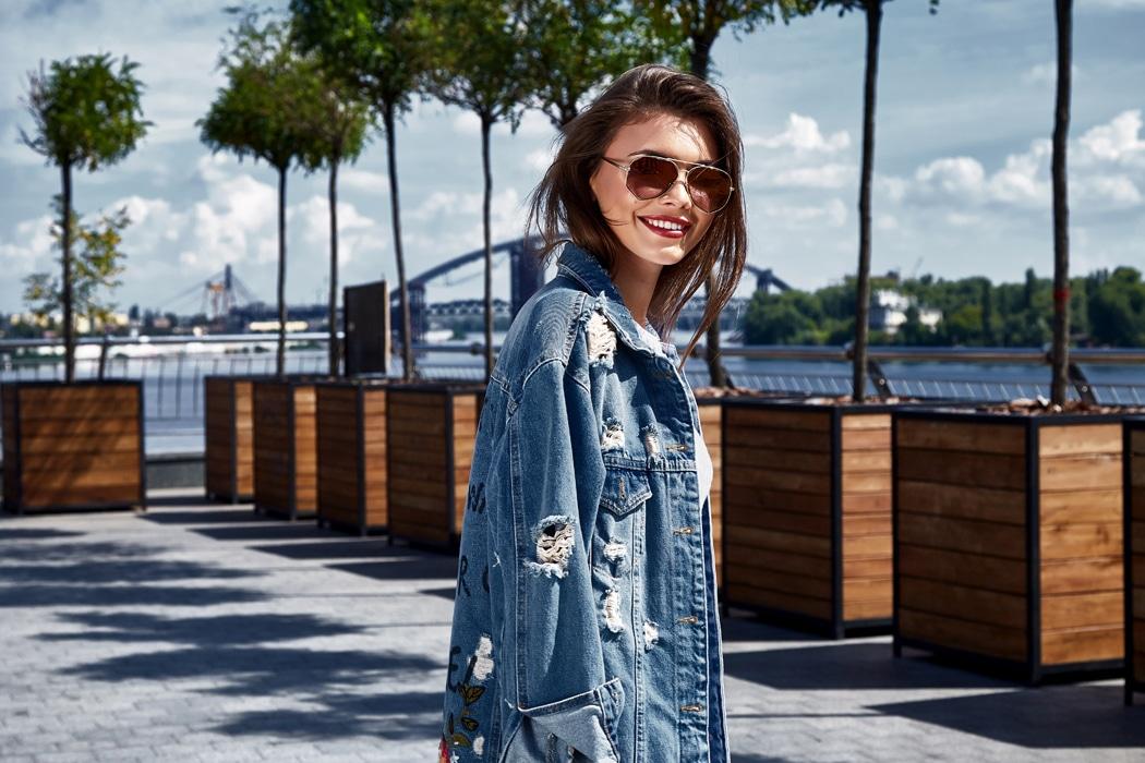 Conseils et idées looks pour porter la veste en jean longue