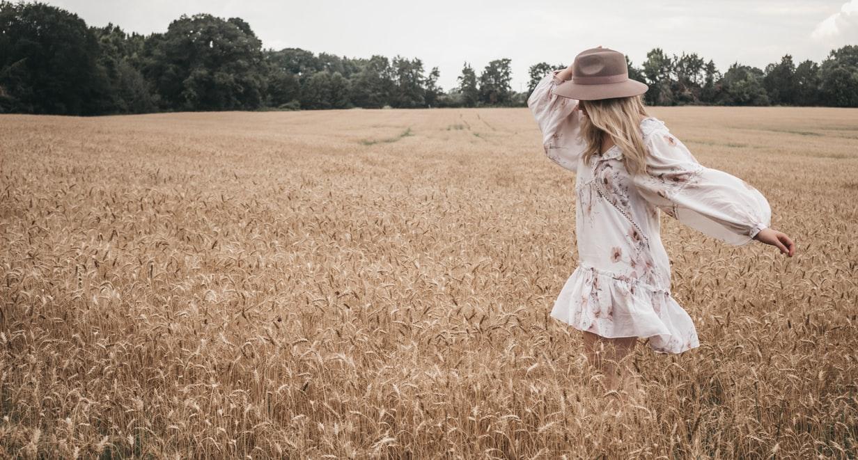 robe-été-courte-fluide