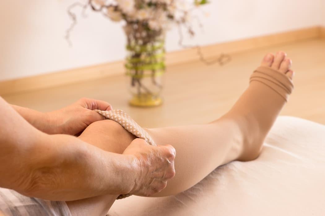 Jambes lourdes : causes, solutions et traitement
