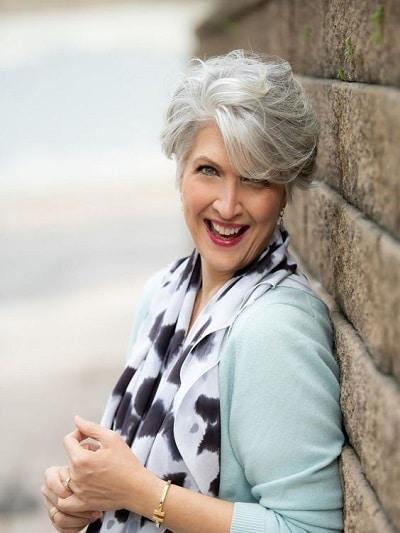 cheveux gris femme courts