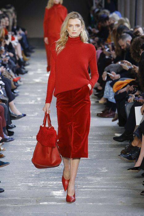 look avec pull rouge