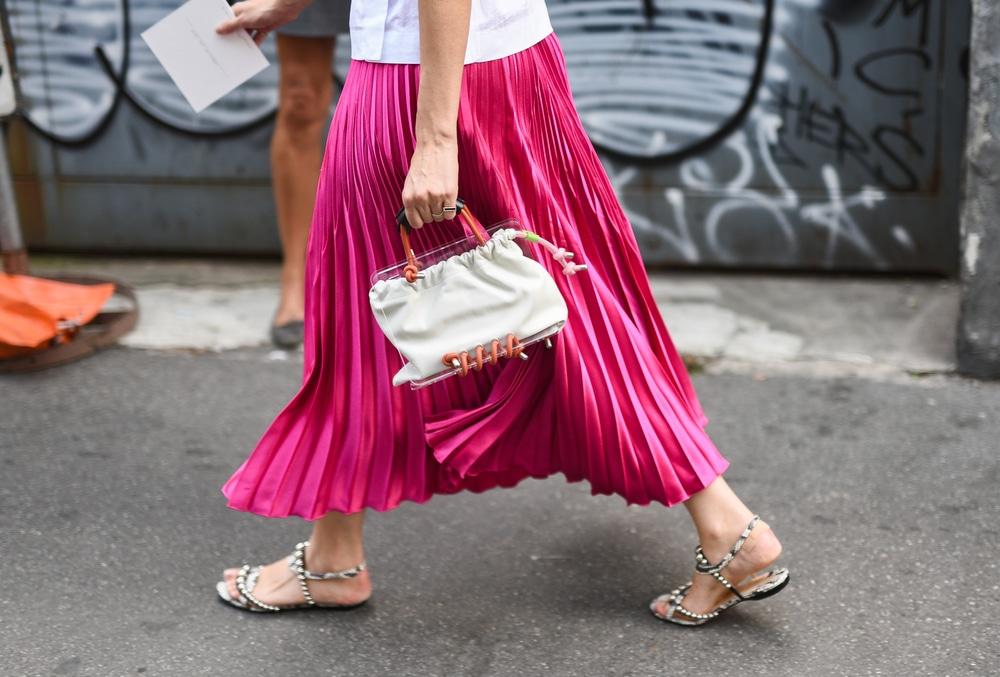 Jupe plissée longue comment la porter sans faire coincée