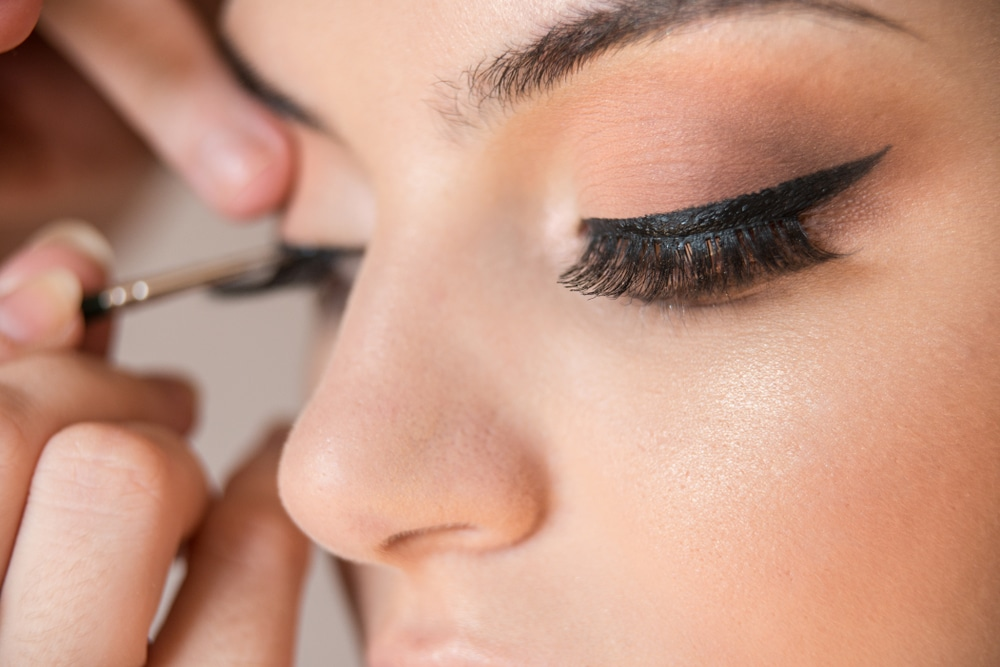 faire un joli trait d'eyeliner